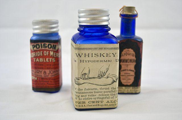 Seabury and Johnson Bandage Kit, 1906. Photo credit: Emily Beck.