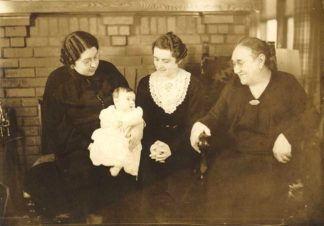 Four generations of a Jewish women in this photo from 1937. From left: Eleanor Laurie, baby Arlene Bomberg, mother, Alyce Bomberg, and Jenny Smith. (Upper Midwest Jewish Archives)