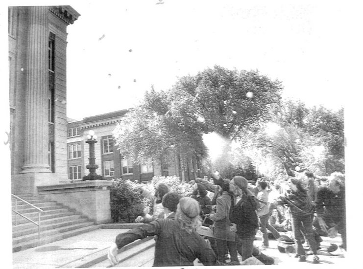 Students gather at Morrill Hall during the student strike tossing items at the building. Bill Tilton papers, University Archives, University of Minnesota, Twin Cities.