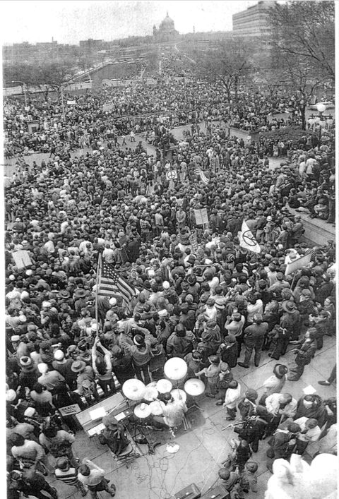 A view from the State Capitol during a rally from the student strike in May 1970. Bill Tilton papers, University Archives, University of Minnesota, Twin Cities.