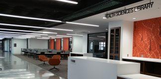 Health Sciences Library service desk.